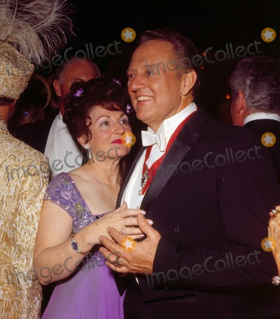 Art Linkletter Photo - Art Linkletter with Wife Lois Foerster G2399 Photo by Nate Cutler-Globe Photos Inc Artlinkletterretro