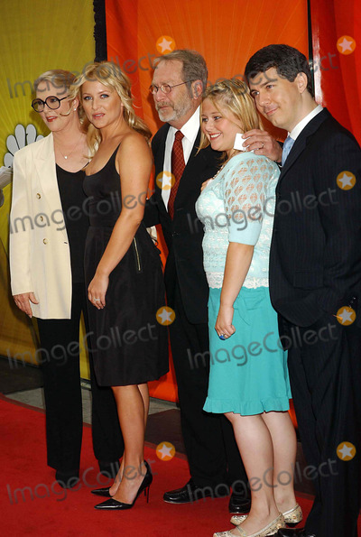 AMY HALLORAN Photo - NBC Upfront Event Radio City Music Hall New York City 5-16-2005 Photo by Ken Babolcsay-ipol-Globe Photos Inc 2005 ( Thick and Thin Cast ) Sharon Gless Jessica Capshaw Martin Mull Amy Halloran and Chris Parnell