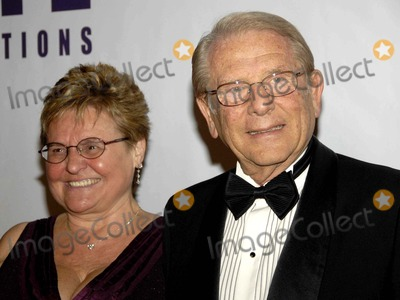 Alfred Mann Photo - an Evening with Larry King and Friends Fundraising Galabeverly Hilton Hotel Beverly Hills CA 11-21-06 Photo David Longendyke-Globe Photos Inc 2006 Image  Alfred Mann
