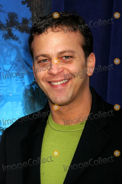 Aaron Zigman Photo - Bridge to Terabithia Los Angeles Premiere El Capitan Theatre Hollywood CA 02-03-2007 Aaron Zigman - Composer Photo Clinton H Wallace-photomundo-Globe Photos Inc