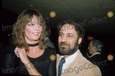 Abbie Hoffman Photo - Abbie Hoffman with His Girlfriend Joanna Photo by Pt-Globe Photos Inc