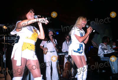 ABBA Photo - K25774JKRON  80302A CELEBRATION OF THE MUSIC OF ABBAFEATURING KATJA NORD AND CAMILLA DAHLIN(2 ORIGINAL MEMBERS)AND THE STOCKHOLM SYMPHONIA PERFORM AT BB KINGS BLUES CLUB AND GRILL NYCPHOTO BY JOHN KRONDESGLOBE PHOTOS INC  2002FRIDA KATJA NORD WITH AGNETHA CAMILLA DAHLIN