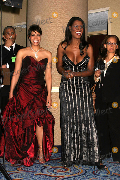 APRIL WOODARD Photo - The New York Chapter of the Academy of Television Arts and Sciences Present the 2008 New York Emmy Awards Marriot Marquis Hotel 04-06-2008 Photos by Rick Mackler Rangefinder-Globe Photos Inc2008 April Woodard and Omarosa Manigault-stallworth