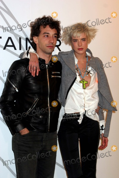 Albert Hammond Jr Photo - Opening Party For Mobile Art Chanel Contemporary Art Container Rumsey Playfield Central Park New York City 10-21-2008 Albert Hammond Jr and Agyness Deyn Photo by Paul Schmulbach-Globe Photos Inc