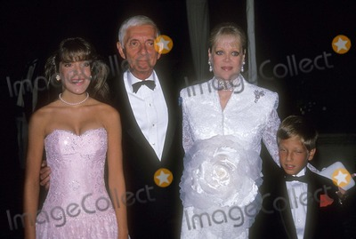 Aaron Spelling Photo - Aaron Spelling with Candy Spelling  Tori Spelling and Randy Spelling 1988 Photo by Bill Holz-Globe Photos Inc