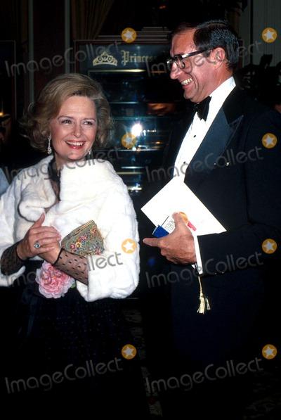 Donna Reed Photo - Academy Awards Oscars 1978 Phil RoachipolGlobe Photos Inc Donna Reed with Husband