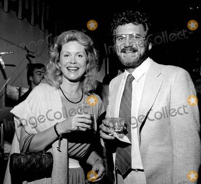 Elizabeth Montgomery Photo - Elizaberth Montgomery with Robert Foxworth Photo by Nate Cutler-Globe Photos Inc