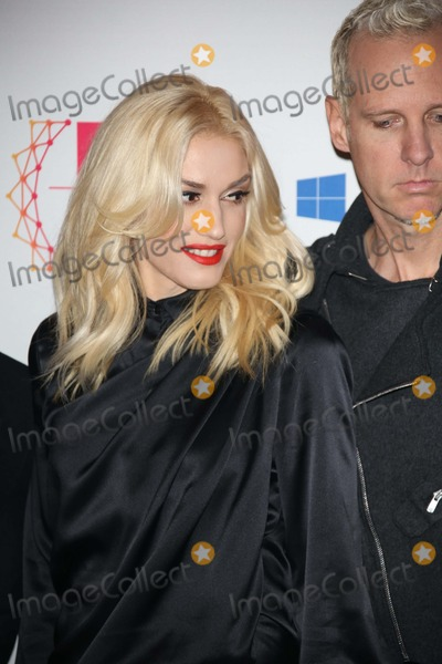 Tom Dumont Photo - Musicians Gwen Stefani (L) and Tom Dumont of No Doubt Arrive For the Mtv Europe Music Awards (Ema) at Festhalle in Frankfurt Germany on 11 November 2012 the Music Tv Channels Award Ceremony Is in Its 19th Year and Recognizes Talent on the European Music Scene Photo Alec Michael