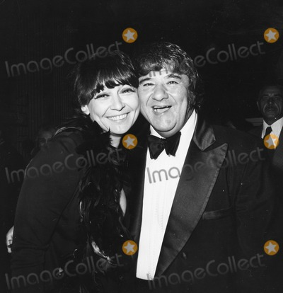 Buddy Hackett Photo - Buddy Hackett and Wife Sherry Attend the Friars Club Roasting of Johnny Carson at the Beverly Hilton Photo by Globe Photos Inc Buddyhackettretro