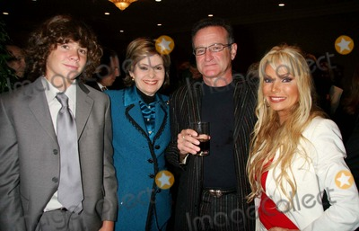 Alex Hughes Photo - - Exclusive a Tribute to Christopher  Dana Reeve - Cocktail Reception Beverly Hilton Hotel Beverly Hills CA 09-27-2006 Alex Hughes Gloria Allred Robin Williams and Suzanne Hughes Photo Clinton H Wallace-photomundo-Globe Photos Inc