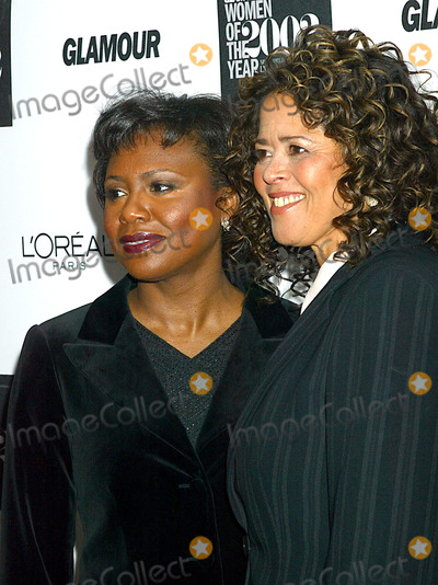 Anita Hill Photo - K26984SMO          SD1028GLAMOUR MAGAZINE TO SALUTE THE 13TH ANNUAL 2002 GLAMOUR WOMEN OF THE YEAR AWARD RECIPIENTS (SPONSORED BY LOREAL PARIS) HELD AT THE METROPOLITAN MUSEUM OF ART IN NEW YORK CITYPHOTO BYSONIA MOSKOWITZGLOBE PHOTOS INC   2002ANITA HILL_ANNA DEVEARE SMITH