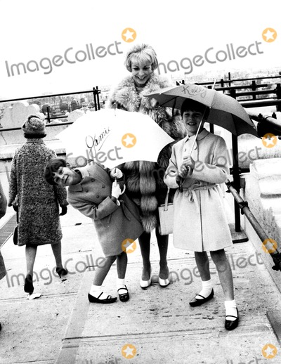 Jamie Lee Curtis Photo - Janet Leigh and Daughters Jamie and Kelly Globe Photos Inc