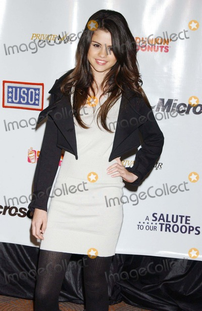 Selena Gomez Photo - Microsoft and the Uso Present a Salute to Our Troops Rainbow Room NYC 11-12-2007 Photo by Ken Babolcsay-ipol-Globe Photos Inc 2007 Selena Gomez
