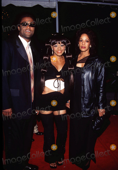 Left Eye Lopes Photo -  Post Grammy Party at Dorothy Chandler Pavilion in Los Angeles 022300 Andre Rison with Lisa Left Eye Lopes and Andrees Mom Photo Bt Tom RodriguezGlobe Photos Inc