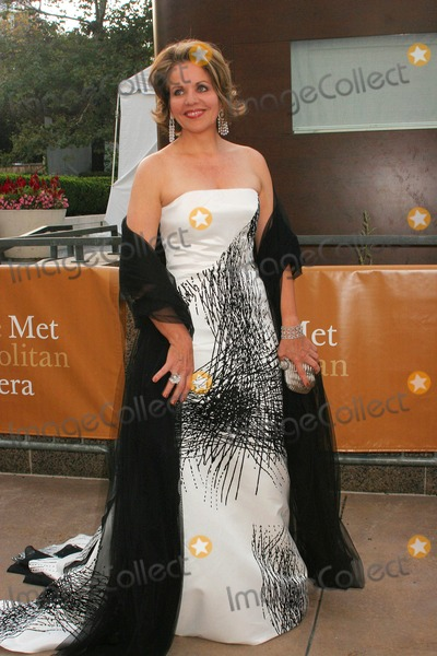 Renee Fleming Photo - Metropolitan Opera Season Opens with New Production of Tosca Lincoln Center Plaza New York 09-21-2009 Photo by Paul Schmulbach-Globe Photos Inc Renee Fleming