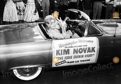 Kim Novak Photo - Kim Novak Globe Photos Inc Kimnovakretro