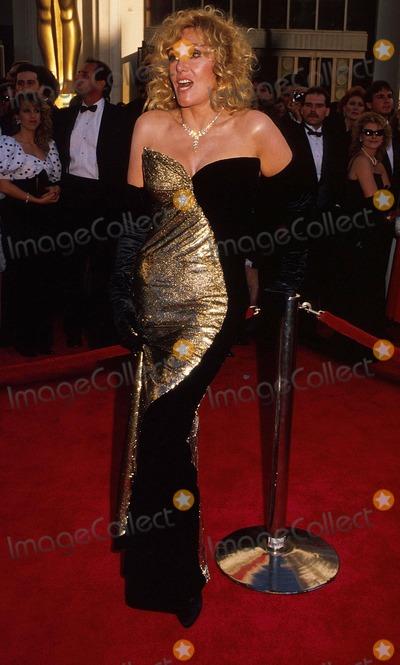 Kim Novak Photo - Academy Awardsoscars 15417 1989 Kim Novak Photo by Phil RoachipolGlobe Photosinc