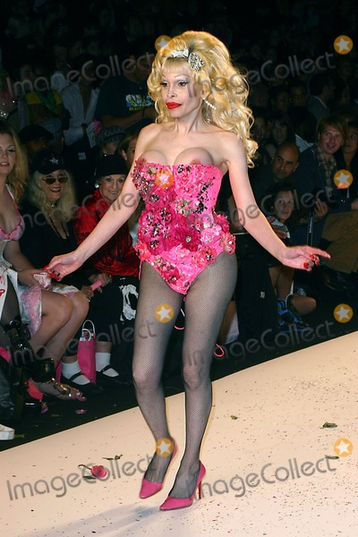 AMANDA LAPORE Photo - Olympus Fashion Week Heatherette Show Spring 2005- Runway at Bryant Park in New York City 09082004 Photo John Zissel Ipol Globe Photos Inc 2004 Amanda Lapore