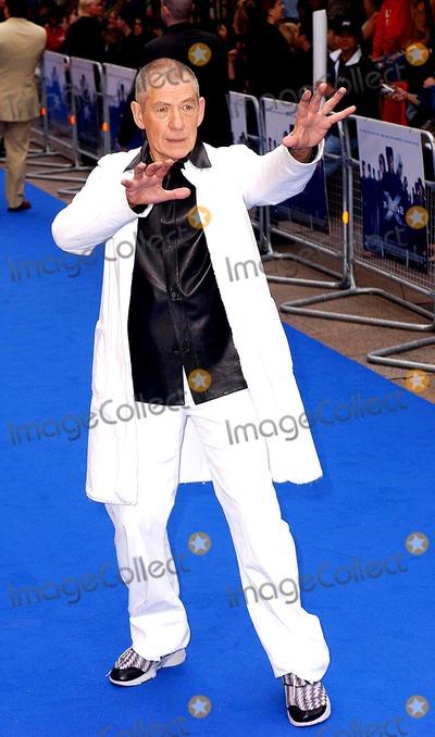 Anna Paquin Photo - Paul HennessyglobelinkukGlobe Photos Inc K30194 04242003 Sir Ian Mckellen X Men 2 - Uk Premiere Odeon West End London