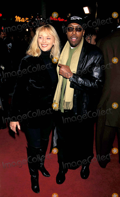 Jackie Brown Photo - Jackie Brown Premiere in Los Angeles Arsenio Hall and Sybil Danning Photo Bylisa RoseGlobe Photos Inc