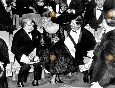 Anthony Perkins Photo - Sophia Loren and Anthony Perkins Cannes Film Festival Photo Pix Plantete  Globe Photos Inc
