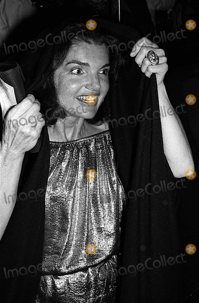 Jacqueline Kennedy Onassis Photo - Auction Fund Benefit at Old Police Headfquarters Centre Street Between Grand and Bloom New York City 11-07-1977 Photo Globe Photos Inc 1977 Jacqueline Kennedy Onassis