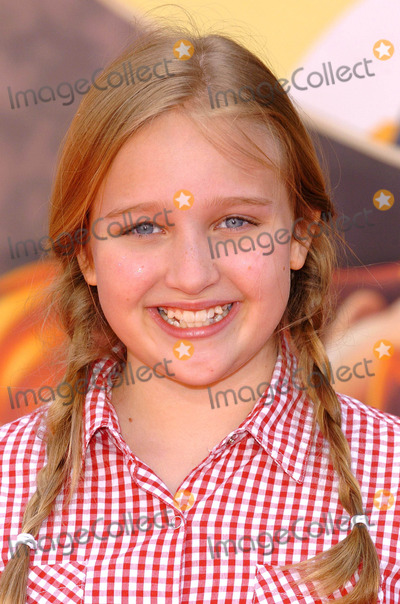 Amy Bruckner Photo - Home on the Range World Premiere at the El Capitan Theatre in Hollywood CA 03212004 Photo by Fitzroy BarrettGlobe Photos Inc 2004 Amy Bruckner