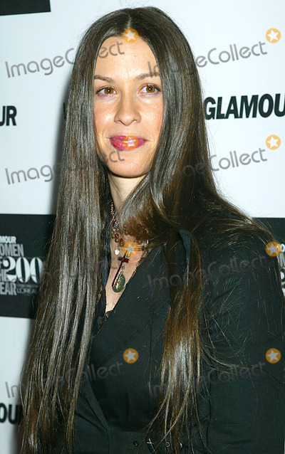 Alanis Morissette Photo - Sd1028 Glamour Magazine to Salute the 13th Annual 2002 Glamour Women of the Year Award Recipients (Sponsored by Loreal Paris) Held at the Metropolitan Museum of Art in New York City Photo Bysonia MoskowitzGlobe Photos Inc 2002 Alanis Morissette