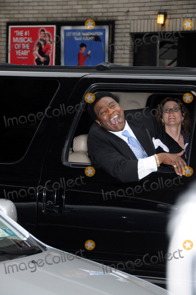 Al Green Photo - Late Show Stage Door Ed Sullivan Theater NYC 06-05-2008 Photo by Ken Babolcsay-ipol-Globe Photos 2008 917-575-