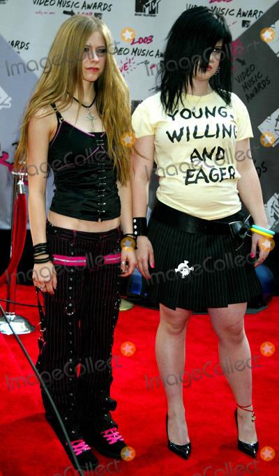 Avril Lavigne Photo - Avril Lavigne and Kelly Osbourne K32460smo Mtv Video Music Awards Arrivals Radio City Music Hall New York City 08282003 Photo Sonia Moskowitz  Globe Photos Inc
