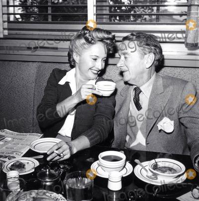 Barbara Stanwyck Photo - Barbara Stanwyck and Clifton Webb Photo Nate CutlerGlobe Photos Inc