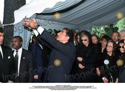 As Yet Photo - IMAPRESS PH  CLEMOT  BENITOFUNERAL OF PRINCESS LEILA PAHLAVI IN PARIS 16TH JUNE 2001 IN TOTAL BEREAVEMENT THE EX-EMPRESS OF IRAN FARAH PAHLAVI BURIED HER DAUGHTER IN THE PASSY CEMETERY IN PARIS LEILA PAHLAVI 31 PASSED AWAY A WEEK AGO IN LONDON THE OFFICIAL COMMUNIQUE WRITTEN BY HER MOTHER INDICATED THAT SHE PASSED AWAY IN HER SLEEP BUT THE EXACT CIRCUMSTANCES OF THE DEACEASED REMAIN AS YET UNKNOWNREZA II HOLDS UP TO THE SKY THE BOX CONTAINING IRANIAN SOILCREDIT IMAPRESSCLEMOTBENITOGLOBE PHOTOS INC