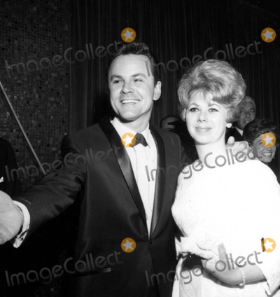 Bob Crane Photo - Bob Crane and Wife a868-20 Nate CutlerGlobe Photos Inc