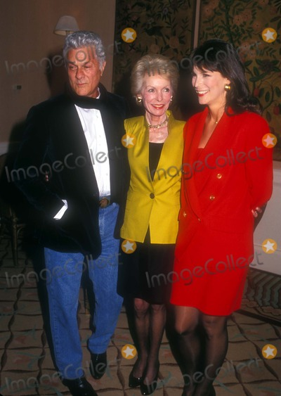 Jamie Lee Photo - 1991 Tony Curtis with Janet Leigh and Jamie Lee Curtis Photo by Craig SkinnerGlobe Photos Inc 1991 Tonycurtisretro
