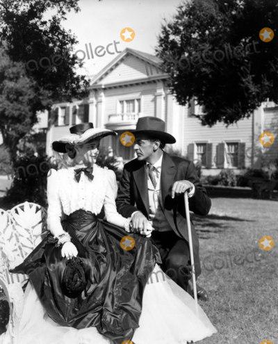 Gary Cooper Photo - Patrcia Neal in Bright Leaf with Gary Cooper Filmtv Still 30030 Photo by Globe Photos Inc Patricianealretro