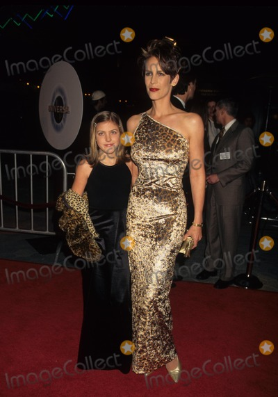 Annie Guest Photo - Jamie Lee Curtis with Daughter Annie Guest K74771lr Fierce Creatures Premiere in Universal City  Ca 1996 Photo by Lisa Rose-Globe Photos Inc