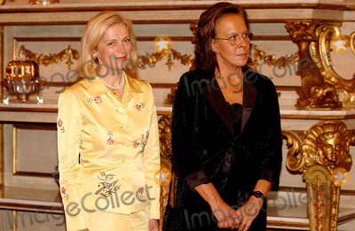 Nane Annan Photo - 20051011 LISBON PORTUGAL  United Nations General Secretary Kofi Annan honoured by Portuguese President Jorge Sampaio with Great Collar of Liberty Order In picture Mrs Nane Annan and Portuguese First Lady Maria Jose Ritta who also attended ceremonyK45522PHOTO ALVARO ISIDOROCITYFILESGLOBE PHOTOS INC  2005