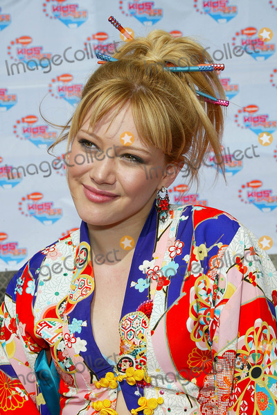 Hilary Duff Photo - Nickelodeons 2002 Kids Choice Awards at Barker Hanger Santa Monica CA Hilary Duff Photo by Fitzroy Barrett  Globe Photos Inc 4-20-2002 K24799fb (D)