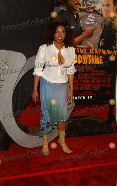 Lisa Nicole Carson Photo - showtime World Premiere Graumans Chinese Theatre Hollywood CA 03112002 Lisa Nicole Carson Photo by Amy GravesGlobe Photosinc2002 (D)