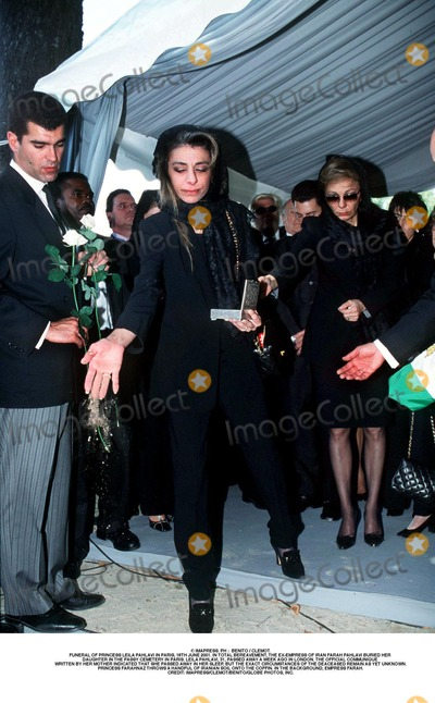 As Yet Photo - IMAPRESS PH   BENITO  CLEMOTFUNERAL OF PRINCESS LEILA PAHLAVI IN PARIS 16TH JUNE 2001 IN TOTAL BEREAVEMENT THE EX-EMPRESS OF IRAN FARAH PAHLAVI BURIED HER DAUGHTER IN THE PASSY CEMETERY IN PARIS LEILA PAHLAVI 31 PASSED AWAY A WEEK AGO IN LONDON THE OFFICIAL COMMUNIQUE WRITTEN BY HER MOTHER INDICATED THAT SHE PASSED AWAY IN HER SLEEP BUT THE EXACT CIRCUMSTANCES OF THE DEACEASED REMAIN AS YET UNKNOWNPRINCESS FARAHNAZ THROWS A HANDFUL OF IRANIAN SOIL ONTO THE COFFIN IN THE BACKGROUND EMPRESS FARAHCREDIT IMAPRESSCLEMOTBENITOGLOBE PHOTOS INC