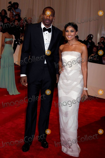 Amare Stoudemire Photo - The Metropolitan Museum of Art Costume Institute galacelebrating the Opening of  Alexander Mcqueen Savage Beauty exhibitionmetropolitan Museum of Art nycphotos by Sonia Moskowitz 2011rachel Roy and Amare Stoudemire