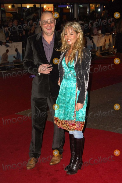 Al Murray Photo - 002128 the Bucket List Premiere-arrivals-vue Leicester Square London United Kingdom 01-23-2008 Photo by Henry Davenport-richfotocom-Globe Photos 2008 AL Murray and Wife