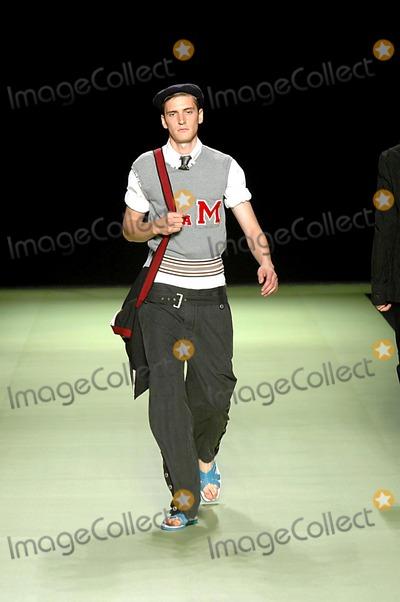 Antonio Marras Photo - Summer Spring Man Fashion Milan 2005 Antonio Marras Collection 06272004 Photoluca PetrinkalapresseGlobe Photos Inc Antoni Marras Fashion Runway Model