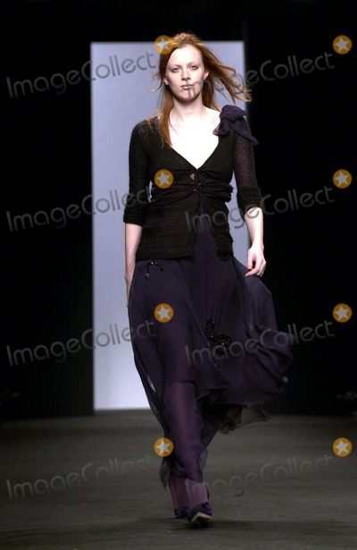 Alessandro DellAcqua Photo - Alessandro Dell  Acqua Women Fashion Fall Winter 2005  Milan O2242004 Angela Caterisano  LapresseGlobe Photosinc Runway Models
