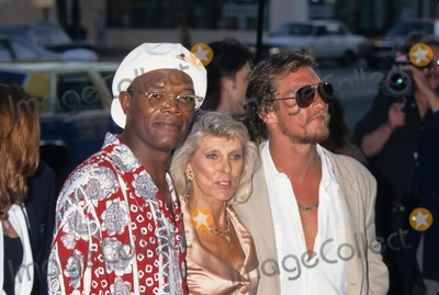 Samuel Jackson Photo - Samuel Jackson with Matthew Mcconaughey and Mother Kay a Time to Kill Special Screening in Beverly Hills  Ca 1996 K5533lr Photo by Lisa Rose-Globe Photos Inc