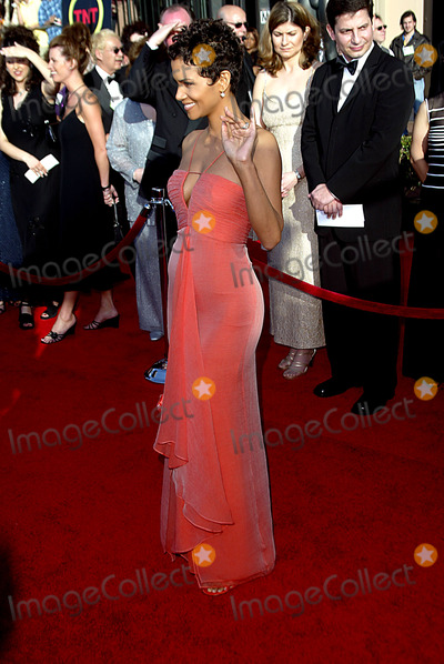 Halle Berry Photo - Halle Berry Sag Awards Arrivals Shrine Auditorium Los Angeles CA 0309 Photo by Alec Michael MichaelGlobe Photos Inc
