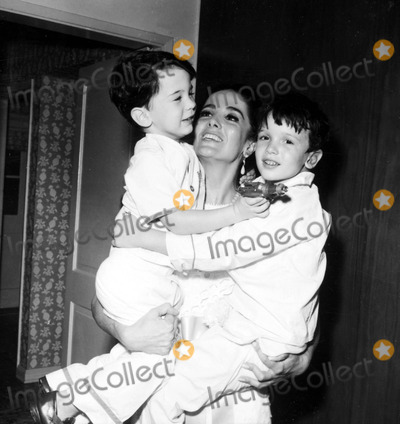 Linda Cristal Photo - Linda Cristal with Sons Jordan and Gregory a937-3a Nate CutlerGlobe Photos Inc