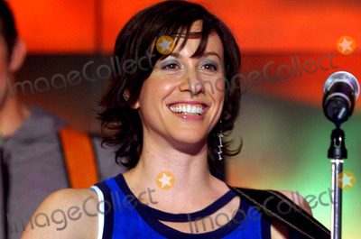 Alanis Morisette Photo - Milano Alanis Morisette a Cdlive 532004 Photo Bylivio ValeriolapresseGlobe Photos Inc 2004