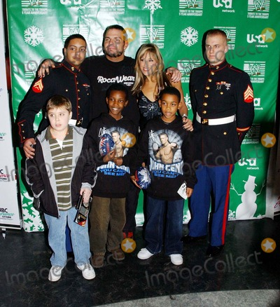 Lilian Garcia Photo - Wwes Jeff Hardy and Lilian Garcia In-store and Toys For Tots Drive NBC Experiencestore 12-18-2007 Photo by Ken Babolcsay-ipol-Globe Photos Inc 2007