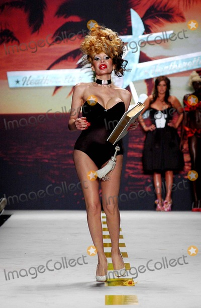 AMANDA LAPORE Photo - Olympus Fashion Week 2007 Spring Collection of Heatherette (Runway) New York City 09-12-2006 Photo Ken Rumments  Globe Photos Inc 2006 Amanda Lapore